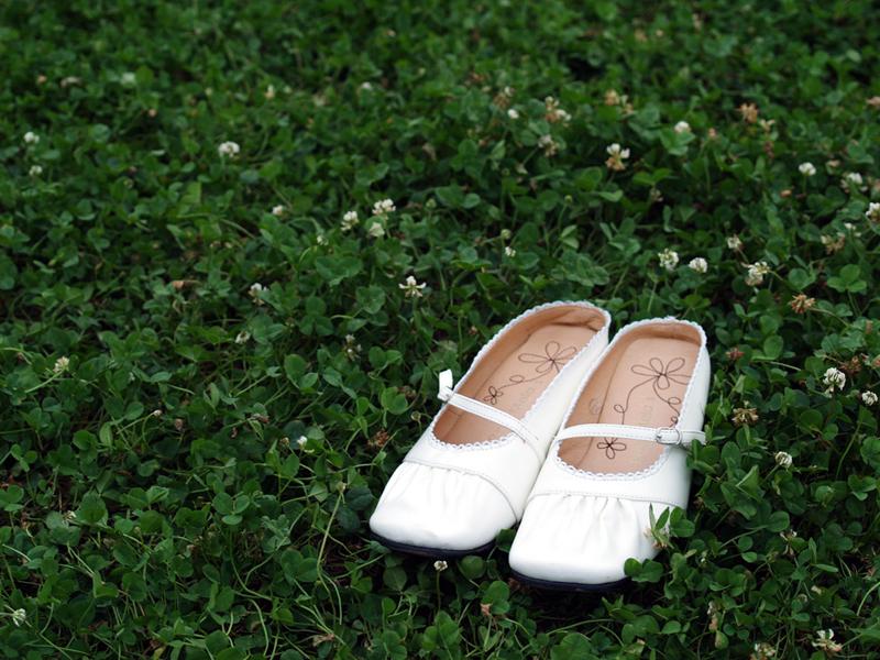 白い靴 (by PhotoMaterial)